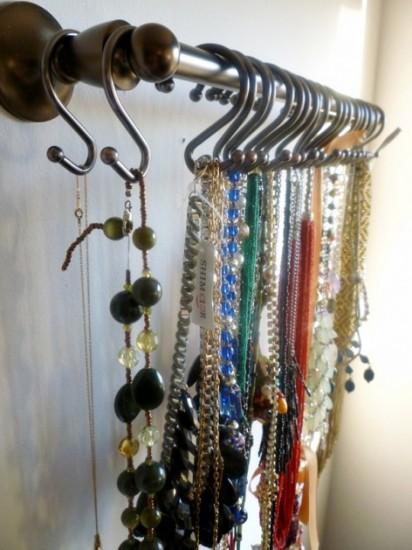shower-hooks-necklace