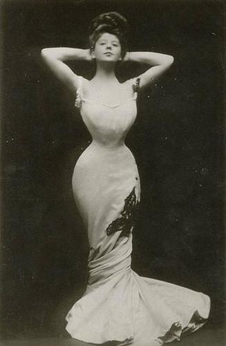 Η ηθοποιός Camille Clifford αντιπροσώπευε την κλασσική γυναικεία φιγούρα στις αρχές του 20ου αιώνα