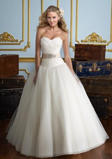 wedding-gown-busty