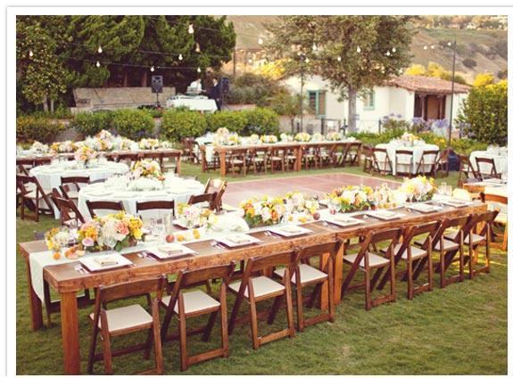 Γαμήλια δεξίωση σε κήπο εξοχικής κατοικίας