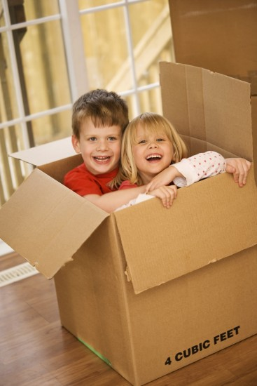 kids-in-moving-box