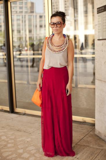 Μάξι φούστα με statement necklace
