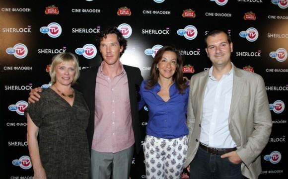 (Aπό δεξιά):Ο Διευθυντής BU OTE TV, Δημήτρης Μιχαλάκης, η Διευθύντρια Εταιρικής Επικοινωνίας, Ντέπυ Τζιμέα, ο Benedict Cumberbatch και η Sue Vertue