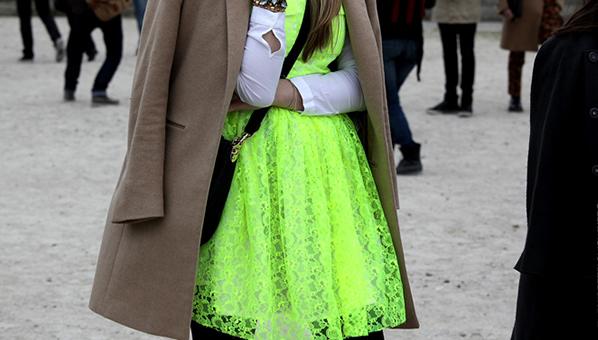 Δαντέλα σε φλούο χρώμα