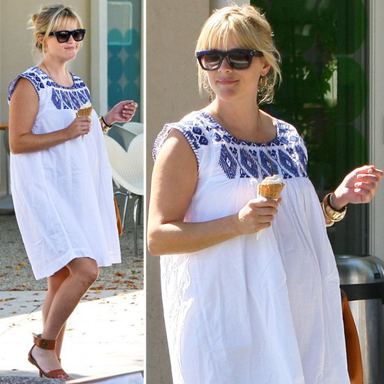 reese-witherspoon-pregnant-look-embroided-dress