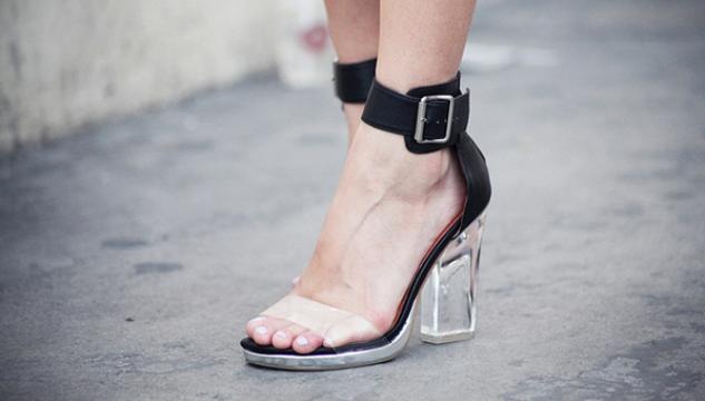 Διάφανο παπούτσι. Το τολμάς  a5e2d102dcc