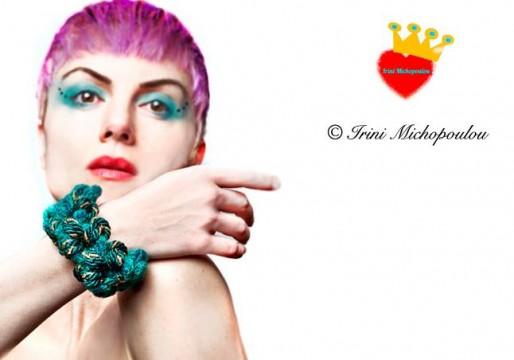 H Ειρήνη Μιχοπούλου φορά το emerald bracelet