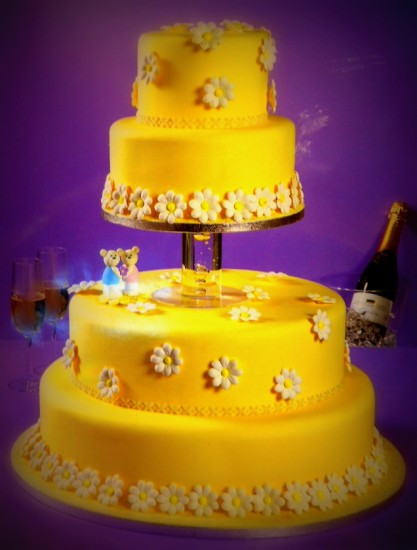 Κίτρινη γαμήλια τούρτα Δεληολάνης