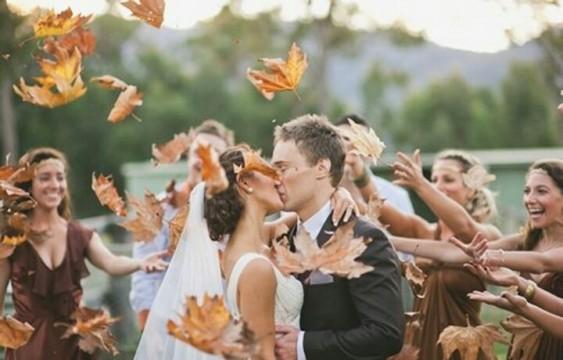 autumn-leaves-couple
