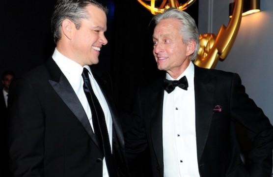 O Michael Douglas με τον Matt Damon στην 65η Απονομή των βραβείων Έμμυ