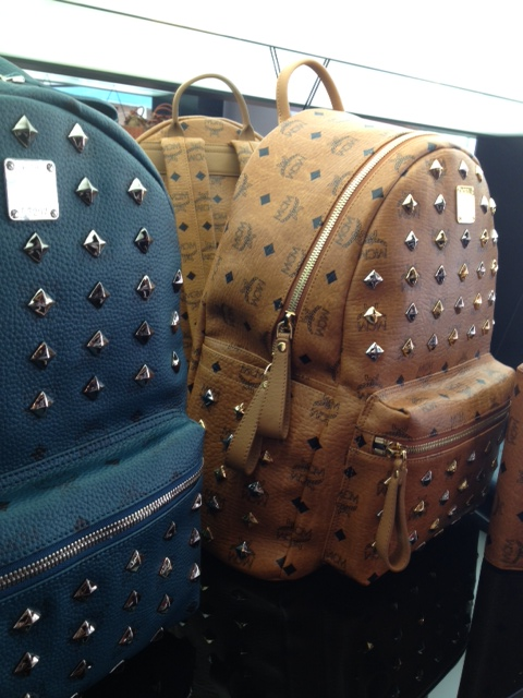 MCM Fall 2013 Collection  «Fly with Punk» με πρότυπο τη θρυλική ... 75c360b570e