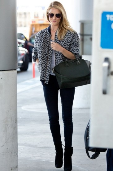 H Rosie Huntington-Whiteley με bomber jacket