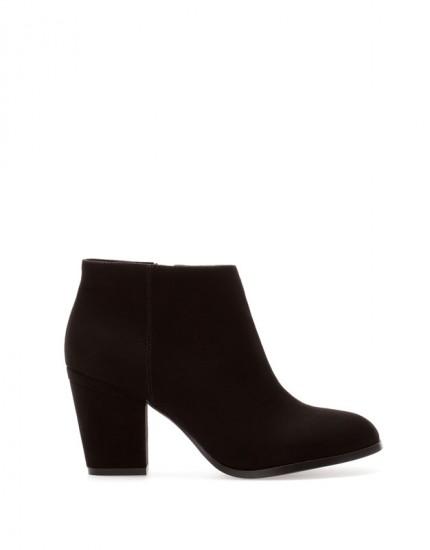 Ankle boots με τετράγωνο τακούνι Pull n' Bear (35,99€)