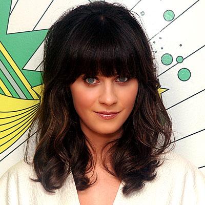 To new girl Zooey Deschanel δεν αλλάζει το hair look με αφέλειες