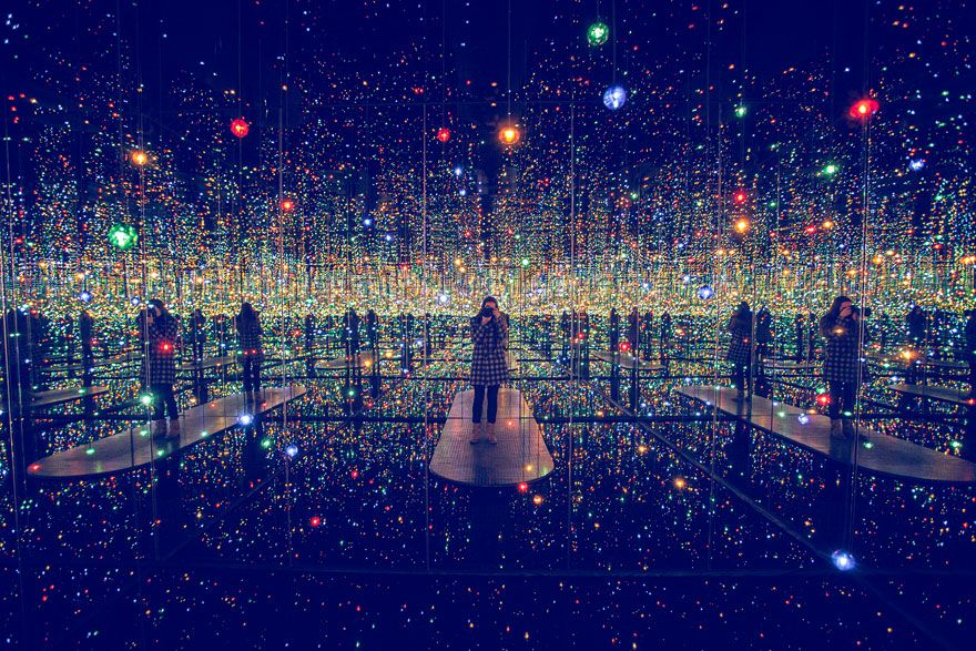 Infinity-Mirrored-Room3