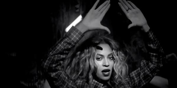 H Beyonce όπως εμφανίζεται στο βίντεο κλιπ του τραγουδιού «Flawless»