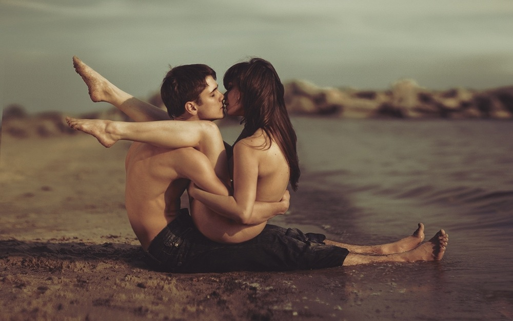 cute-couple-love-girl-water-wallpaper
