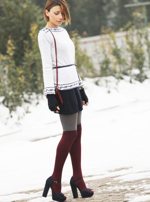 b443c1fce76 Socks Over Tights 2. Πως θα ανανεώσεις το χειμερινό σου στιλ χωρίς να  αγοράσεις κανένα