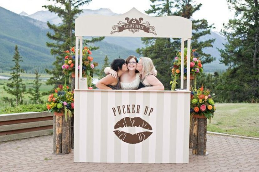 kissing-booth-ideas