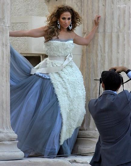 H Jennifer Lopez ποζάρει το 2008 σε μια μοναδική φωτογράφιση στον Παρθενώνα