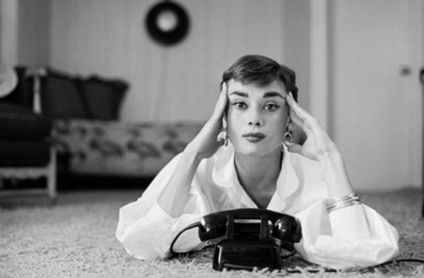 audrey-hepburn-telephone-2