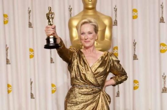 H Meryl Streep επιδεικνύει το 3ο Όσκαρ της καριέρας της