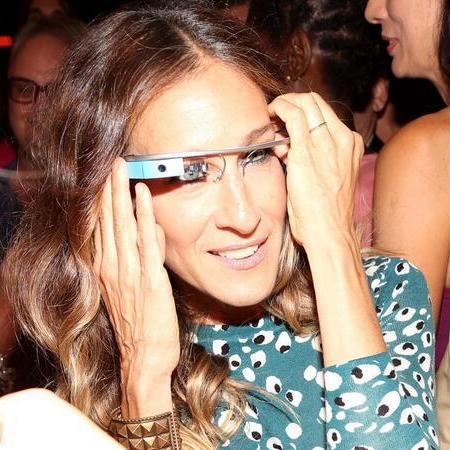 H Sarah Jessica Parker ήταν μία από τις πρώτες που δοκίμασαν το Google Glass σε παλαιότερο fashion show της Diane Von Furstenberg αλλά δεν