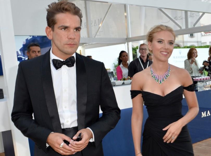 H Scarlett Johansson με τον αρραβωνιαστικό της στο Φεστιβάλ της Βενετίας