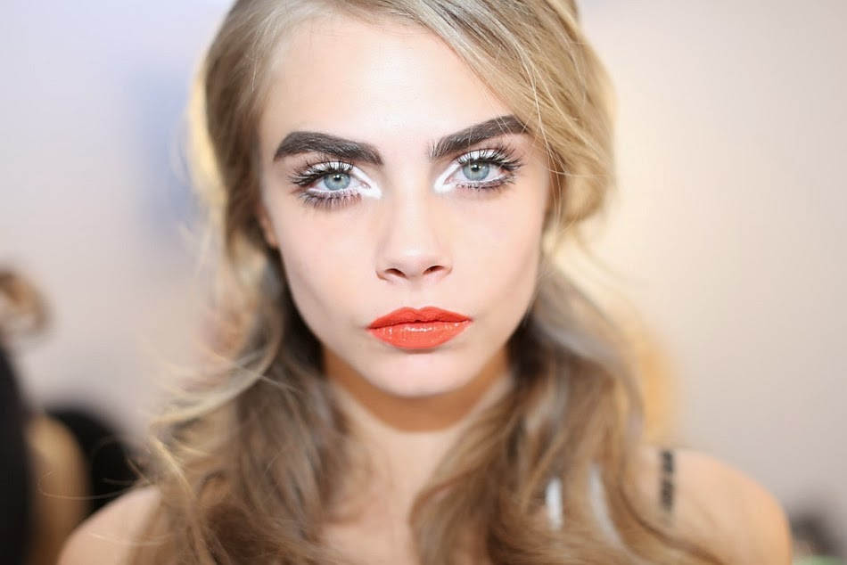 Cara Delevingne moschino makeup