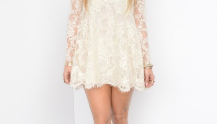 Jennifer-Lopezs-American-Idol-HM-Conscious-Collection-White-Lace-Dress-and-Ivy-Kirzhner-Platform-Pumps-431x246