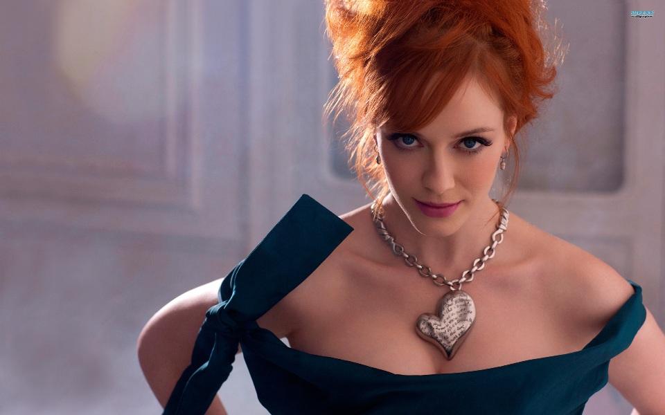 christina-hendricks-neckline-1