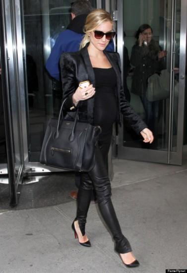 18d3b6ba735d Kristin Cavallari με δερμάτινο κολάν στο δεύτερο τρίμηνο της εγκυμοσύνης  της Pregnant Kristin Cavallari Steps Out In NYC ...