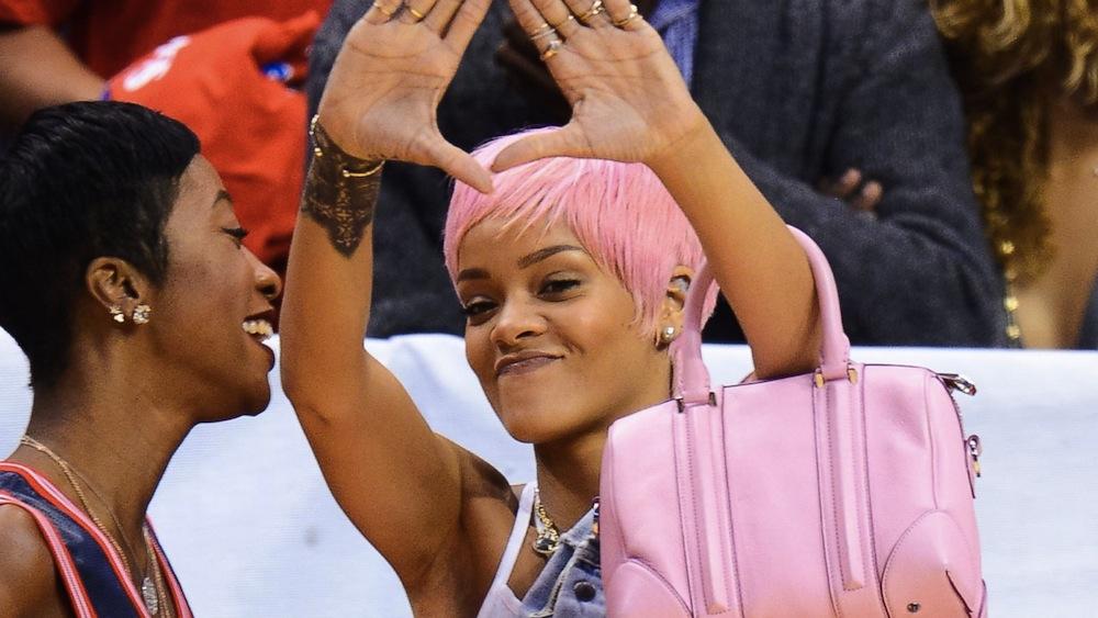 GTY_Rihanna_pink_hair_491097327_16x9_1600