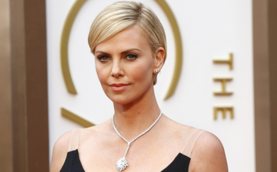 charlize-theron-Dior-Coutue-Oscars-2014
