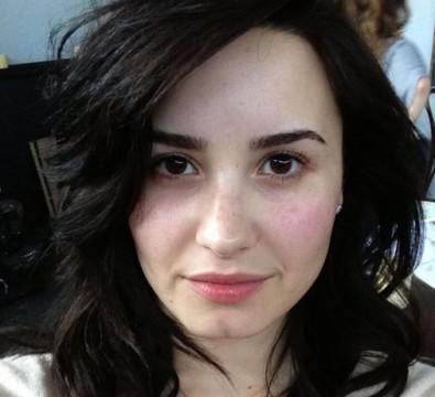 H Demi Lovato από τις πρώτες που λάνσαραν το #nomakeup trend