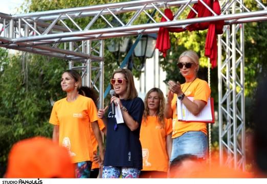 Στη σκηνή η Σόφη Πασχάλη, η Κατερίνα Μολφέτα από την ING και η Μαρία Μπακοδήμου