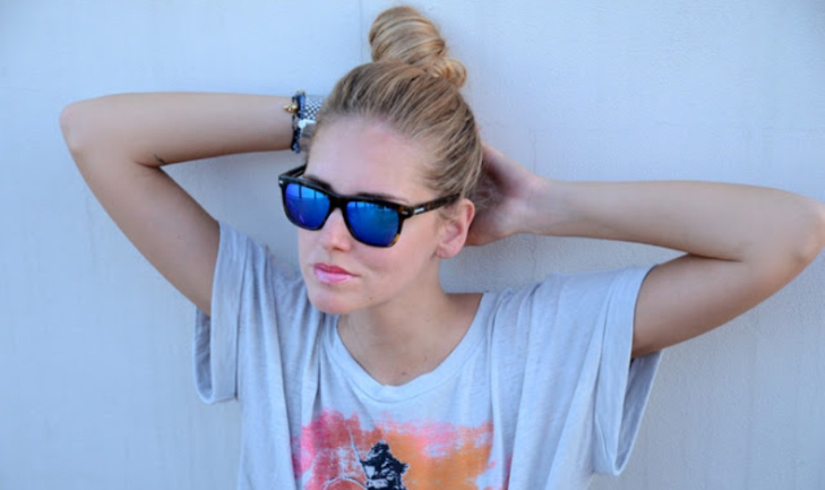 blue-sunglasses-pink-lipstick-3