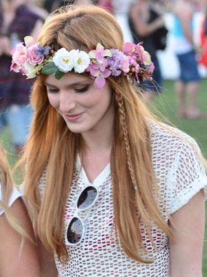 H Bella Thorne ακολούθησε το Lana Del Rey στυλ στο φετινό Coachella