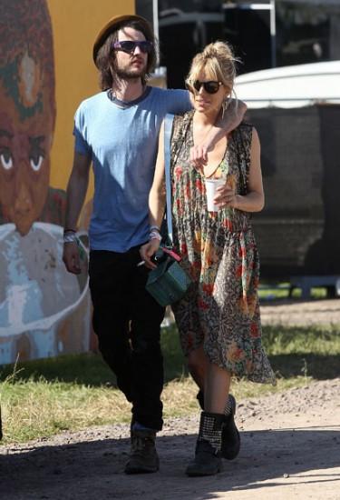 H Sienna Miller & ο Tom Sturridge στο Glastonbury