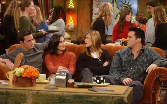 O πορτοκαλί καναπές: Η μόνιμη θέση των Friends