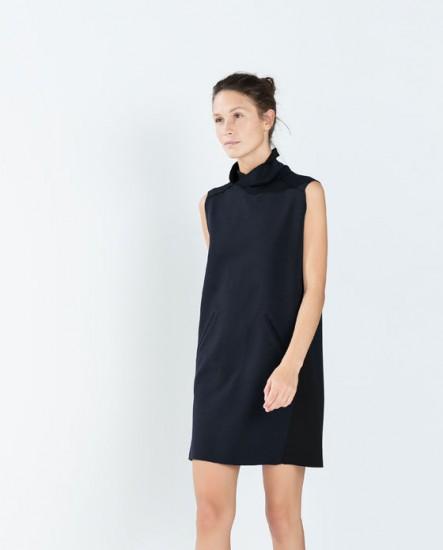 Φόρεμα με ψηλό λαιμό Zara (35,95€)