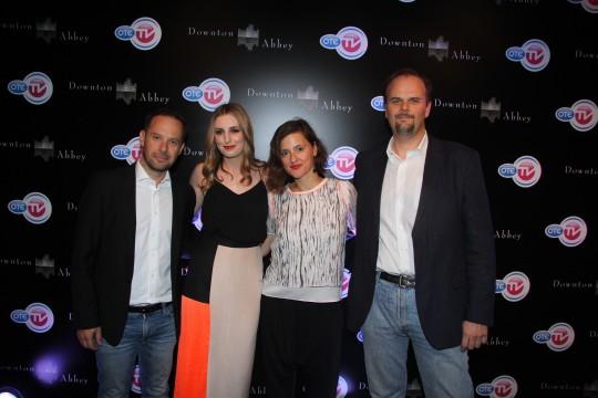 Ο ηθοποιός Γιώργος Πυρπασόπουλος, η Λόρα Κάρμαικλ, η Μαργιάννα Ψωμιάδου, Υποδιευθύντρια Επικοινωνίας Marketing & Advertising Sales ΟΤΕ ΤV & ο Αλέξανδρος Χριστογιάννης, Υποδιευθυντής Κινηματογραφικών και Θεματικών Καναλιών OTE TV.