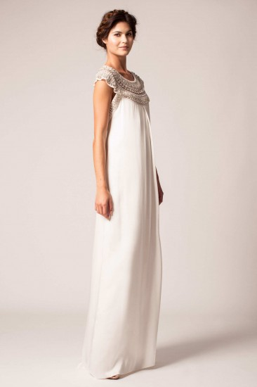 Γνωστή για τις vintage προτάσεις της η Elizabeth Fillmore άφησε ανοιχτή την  πλάτη στα νυφικά της φορέματα δίνοντας έναν ιδιαίτερα απλό τόνο στα σχέδιά  της. 42e44bcddfb