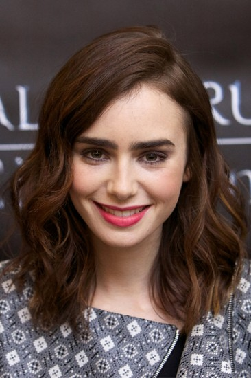 Lily-Collins-curly-hair