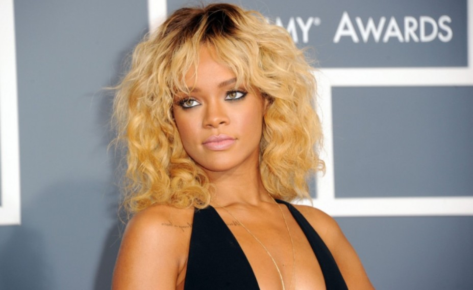 Rihanna-Grammy-Awards-2012