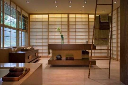 Japanese style μπάνιο που χωρίζεται με συρόμενες πόρτες
