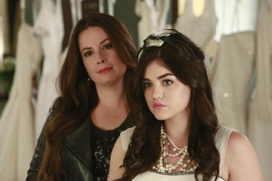 Holly Marie Combs και Lucy Hale
