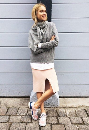 Casual chic look με sneakers
