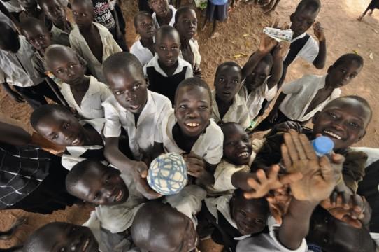 Η War Child συμβάλλει στην εκπαίδευση των παιδιών της Ουγκάντα