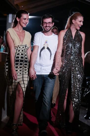 Ο Nassos Ntotsikas στο κλείσιμο του fashion show